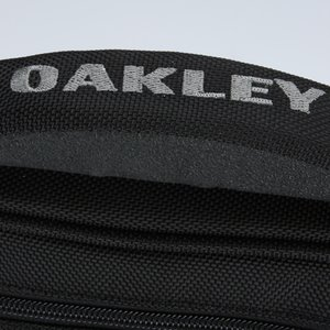 Oakley Vertical Messenger Image 7 of 8