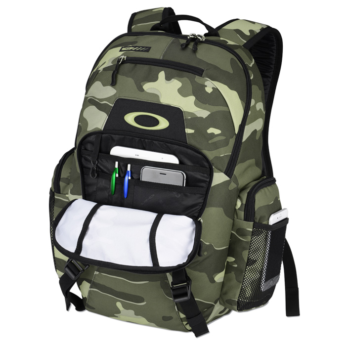 d8c63b4e55 Oakley Blade Wet Dry 30L Backpack - Camo Image 1 of 3